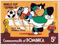 Briefmarke World Cup 'España 82 Pete and Donald Duck / Dominica 1982