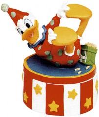 Donald Duck Harlekin liegend (bunt) CARBOMBONIERE Figur 13,5m mit Podest