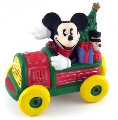 Micky Maus im Auto